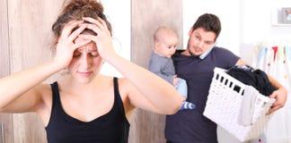 Marido oprimido tomando de tudo apenas, porque sua esposa está sofrendo da depressão após o parto Fotos de Stock Royalty Free