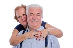 Marido sonriente de abarcamiento de la esposa feliz Imagenes de archivo