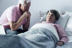 Marido y esposa mortalmente enferma Fotografía de archivo libre de regalías