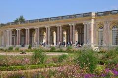 Marie Antoinette gods i parcen av den Versailles slotten Arkivbild