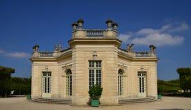 Marie Antoinette-landgoed in parc van het Paleis van Versailles Stock Foto