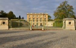 Marie Antoinette-landgoed in parc van het Paleis van Versailles Stock Foto's