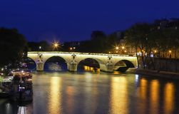 Marie Bridge, zwischen Heiligem Louis Island und das Quai DES Celestins Ansicht vom Fluss die Seine nachts, Paris stockfotografie