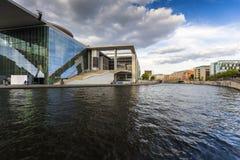 Marie-Elisabeth-Lueders-Haus - nowożytny budynek w Mitte okręgu, Niemcy Obrazy Royalty Free