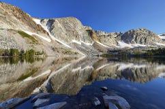 Marie jezioro, Śnieżny pasmo, Wyoming obrazy stock