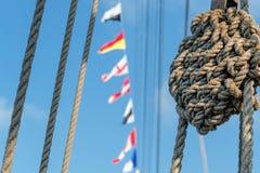 Mariene knoop, kabels, signaalvlaggen Royalty-vrije Stock Fotografie