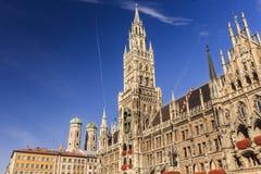 Marienkirche和Townhall广场在慕尼黑,德国 库存照片