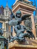 Marienplatz - νέο Δημαρχείο - δράκος του πολεμικού αγάλματος Στοκ εικόνα με δικαίωμα ελεύθερης χρήσης