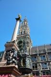 Marienplatz, στήλη της Virgin και Neues Rathaus Στοκ εικόνα με δικαίωμα ελεύθερης χρήσης