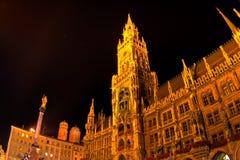 Marienplatz en Munich en la noche Imagenes de archivo