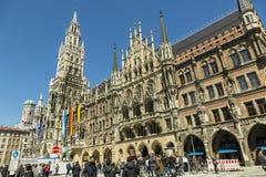Marienplatz in München, Duitsland stock foto's