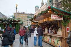 Marienplatz met mensen in München Stock Foto