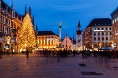 Marienplatz na noite, Munich Fotos de Stock Royalty Free