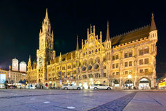 Marienplatz nachts stockbilder