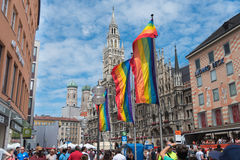 Marienplatz op Christopher Street Day met regenboogvlaggen Royalty-vrije Stock Afbeeldingen
