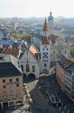 Marienplatz w Monachium z starym urzędem miasta c i Heiliggeistkirche Fotografia Stock