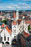 Marienplatz y ayuntamiento viejo en Munich fotografía de archivo