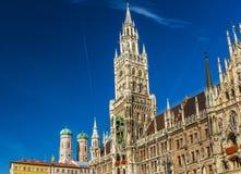 Marienplatz z Katedralnym Frauenkirche w Monachium, Niemcy fotografia stock