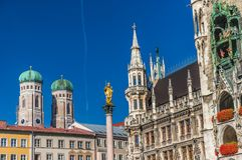 Marienplatz z Katedralnym Frauenkirche w Monachium, Niemcy obraz stock