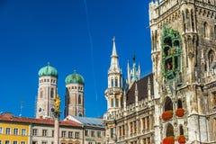Marienplatz z Katedralnym Frauenkirche w Monachium, Niemcy zdjęcia stock