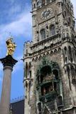 Mariensaule、一个玛丽亚3月的专栏和慕尼黑市政厅 库存照片