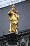 Mariensaule、一个玛丽亚3月的专栏和慕尼黑市政厅 免版税图库摄影