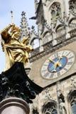Mariensaule, столбец Мэриан и здание муниципалитет Мюнхена на mar Стоковое Изображение