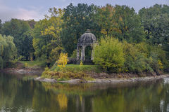 Marientempel f.m. Adolf-Mittag-ser Rotehornpark Royaltyfri Bild