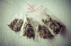Marihuana in den Plastiktaschen Lizenzfreie Stockfotografie