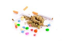 Marihuana i pigułki na białym tle, palacz Obrazy Royalty Free