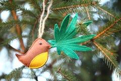Marihuana liść w ptaka belfrze Marihuany marihuany nowego roku rozrywka obrazy stock