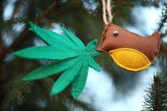 Marihuana liść w ptaka belfrze Marihuany marihuany nowego roku rozrywka fotografia royalty free