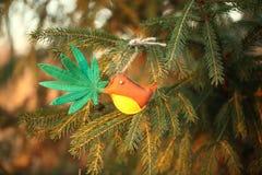 Marihuana liść w ptaka belfrze Marihuany marihuany nowego roku rozrywka obraz stock