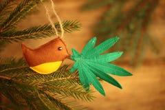 Marihuana liść w ptaka belfrze Marihuany marihuany nowego roku rozrywka fotografia stock