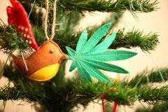 Marihuana liść w ptaka belfrze Marihuany marihuany nowego roku rozrywka zdjęcie royalty free
