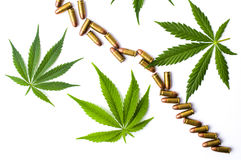 Marihuana liście i metali pociski odizolowywający Zdjęcia Royalty Free