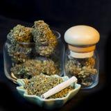 Marihuanaflessen Stock Afbeeldingen