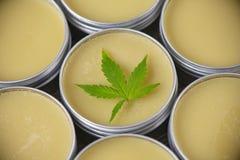 Marihuany konopiana śmietanka lub salve - marihuan topicals pojęcie obrazy stock