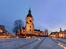 Marii Panna kwadrat z dzwonkowy wierza katedrą w wieczór Kie Obraz Royalty Free