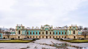 Mariinsky-Palast, der zeremoniellen Präsidentenwohnsitz in Kyiv, Ukraine errichtet Barocco-Architekturgebäude stockbild