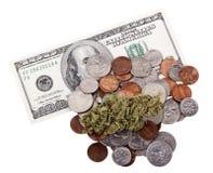 Marijuana, cambiamento & contanti Fotografie Stock Libere da Diritti