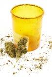 Marijuana cannabislegalisering, den vita bakgrundsstudion, förgiftar Arkivfoton