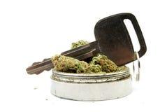 Marijuana, conduciendo el coche foto de archivo