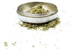 Marijuana drogutrustning, vit bakgrund Arkivbild
