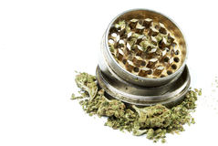Marijuana drogutrustning, vit bakgrund Royaltyfri Bild