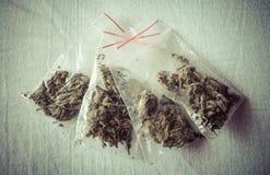Marijuana en las bolsas de plástico Fotografía de archivo libre de regalías