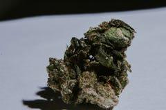 Marijuana médica, cannabis, Sativa, Indica, Trichomes, THC, CBD, cura do câncer, erva daninha, flor, cânhamo, grama, botão Imagem de Stock