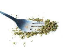 Marijuana och gaffel, ätlig läkarundersökning och fritids- ogräs Arkivfoto