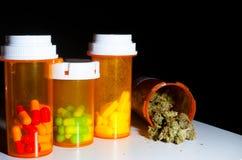 Marijuana och preventivpillerar Royaltyfria Bilder