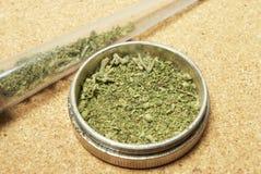 Marijuana. Receptläkarundersökning och fritids- drogbransch. Arkivfoton